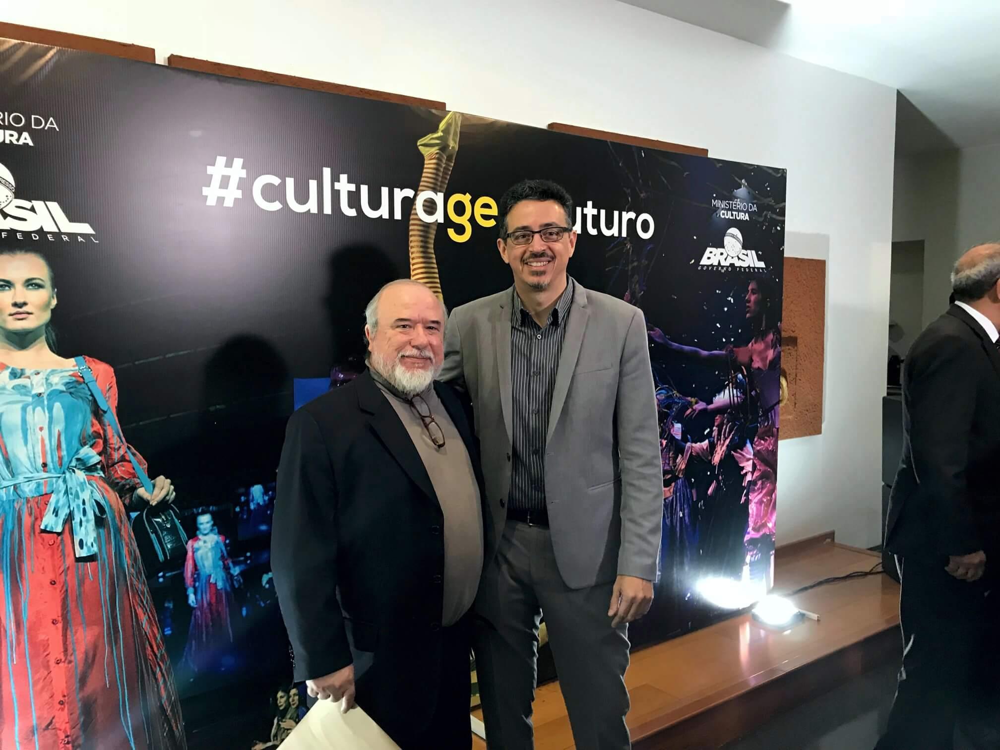 O presidente Marcus Vinicius (à esquerda) manifestou ao Ministro da Cultura o apoio da AMAR à desburocratização.